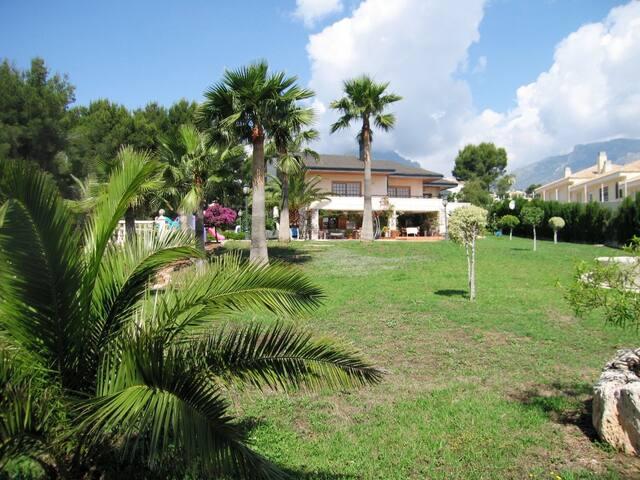 Villa Caravana amplia y privada, soleada y eventos