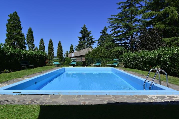 Villa with pool in Bologna!!!