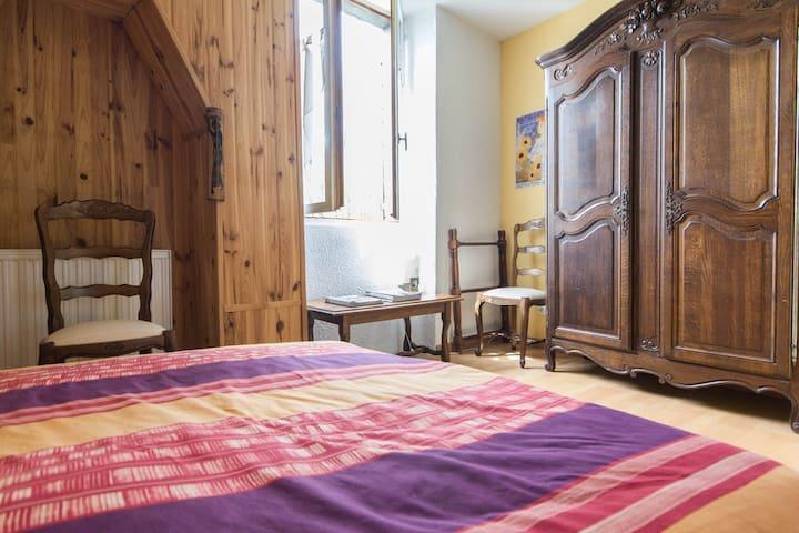 Charmante chambre dans maison calme