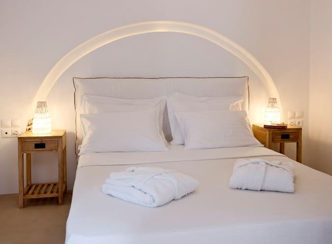 Κρεβατοκάμαρα με μπαλκόνι και θέα  Superior Villa