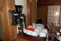 本業は珈琲焙煎業です  お泊りの皆様が美味しいとの事    是非飲んでください