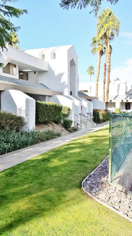Beautiful 2 Bedrooms Suite Condo PS - Palm Springs - Apartment
