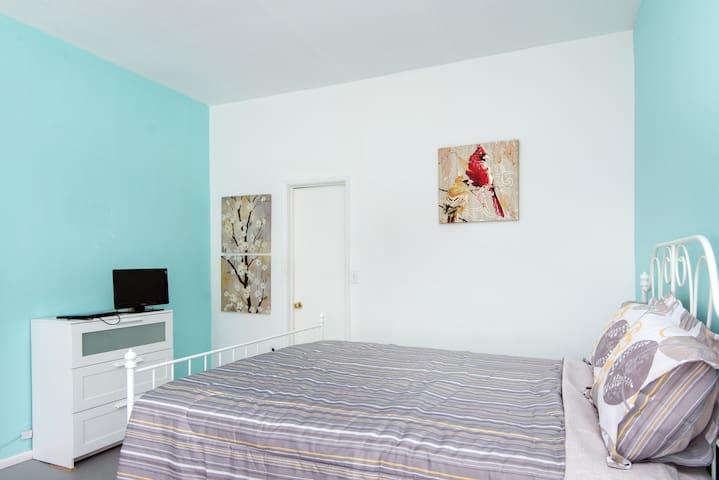 Near DTLA's Master bedroom+private Bath