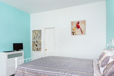 Enjoy the scene and privacy in your large open master bedroom. You have a queen size bed, a private bathroom, AC, drawers, closet, and a TV. Also enjoy the paintings displayed across the room. You will get a kick out of it.  100 Mbps FAST WIFI!!!