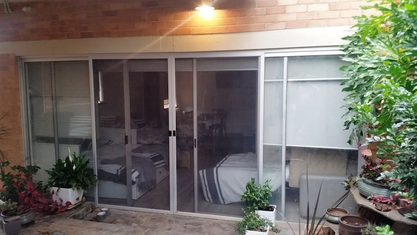 Quiet cosy room close to CBD