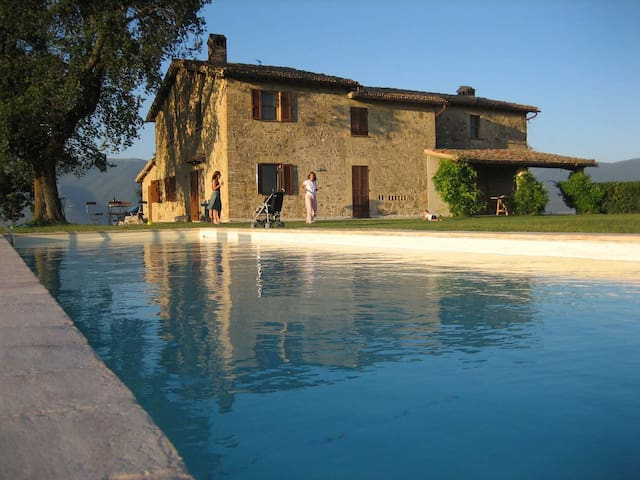 Amazing Stone House with Spectacular View 8-10p - Spoleto  - House
