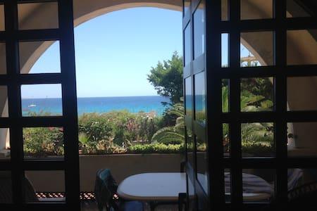 Villa sul mare con campo da tennis - Arenella