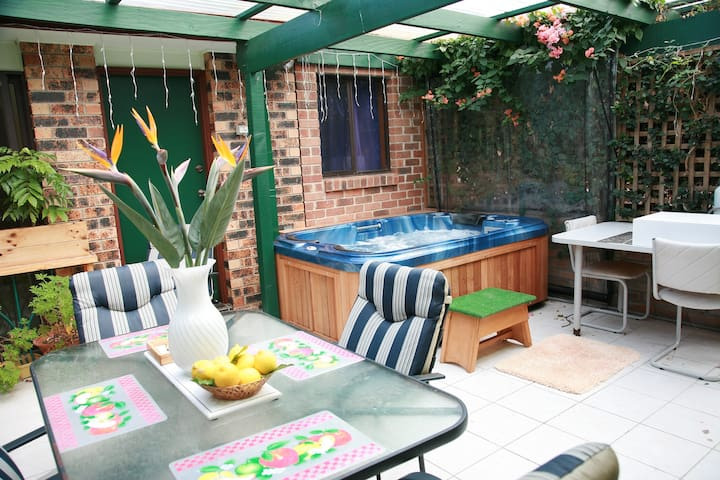Double Room,Breaky, Bathroom & Spa! - West Nowra - Bed & Breakfast