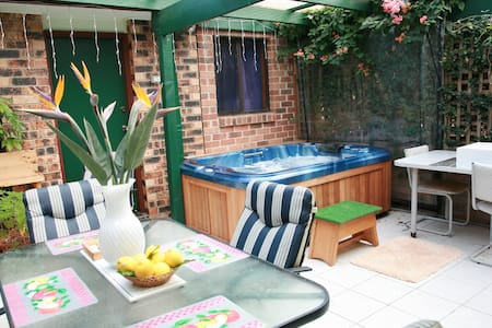 Double Room,Breaky, Bathroom & Spa! - West Nowra - Inap sarapan