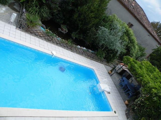 2 ch pour 4 pers, 2 sdb, piscine - Saint-Porquier