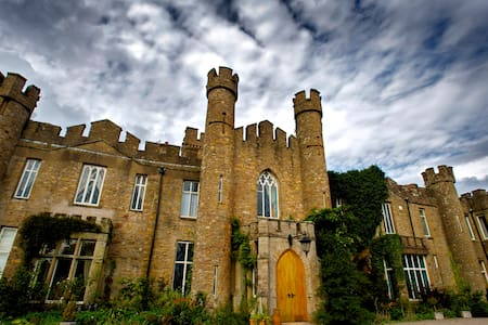 Live in an historic English Castle! - Castillo