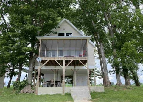 Pickwick Dam 2 bedroom home on the Tennessee River