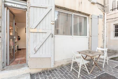 Atelier aménagé au cœur du Panier. - Marseille - Appartement