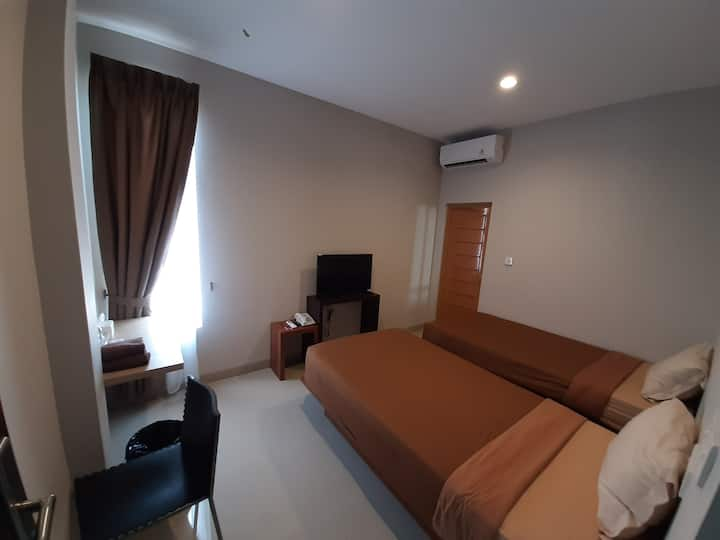 Smart room with free breakfast and airport shuttle