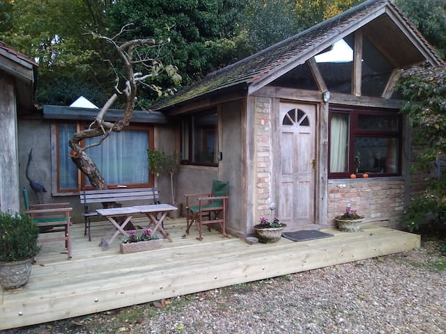 Country House Woking 2-Person lovely comfy Annexe.