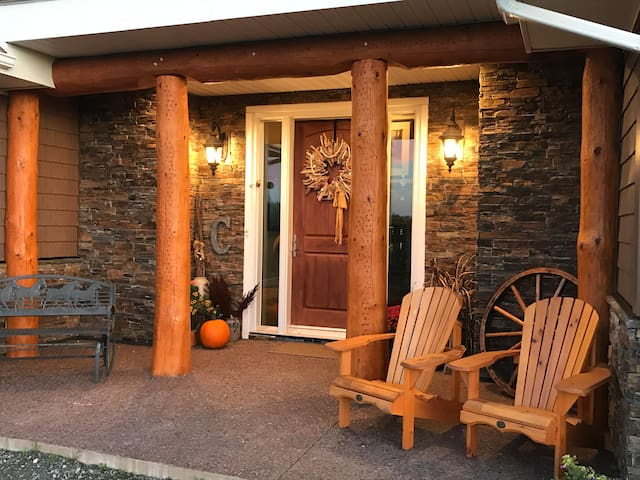 Front Entry - great area for enjoying the view!