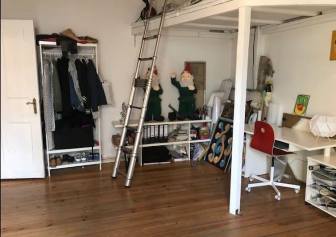 Artistic apartment in the heart of Kreuzberg