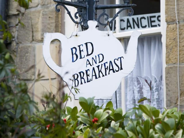 Angel Bed and Breakfast Room 1-45 mins to Downtown