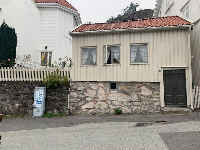 Cozy central vacation-house from 1860 in Grimstad