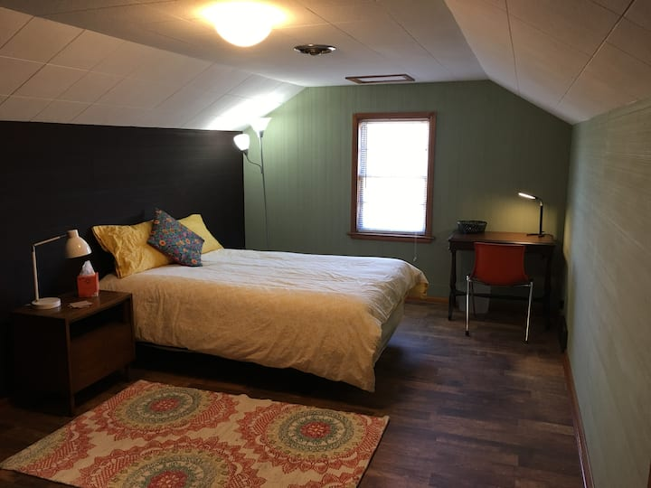 Bishop Road House ~ Red Bud ~Extended Stay Portage