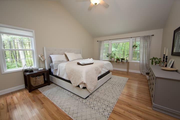 Private Master Bedroom w Spacious En Suite Bath