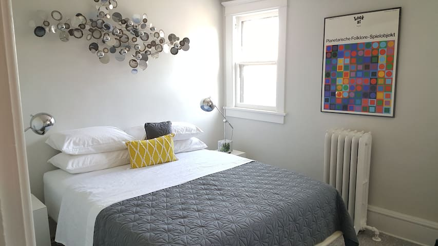 Spacious & Modern Dwntown Uptown 1 bdr Location 5*