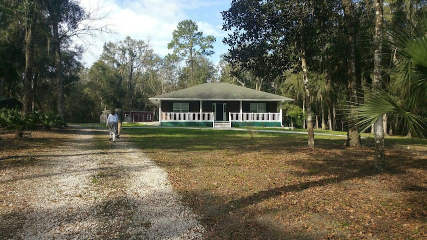Enjoy the privacy and 10 acres - Brooksville - Casa