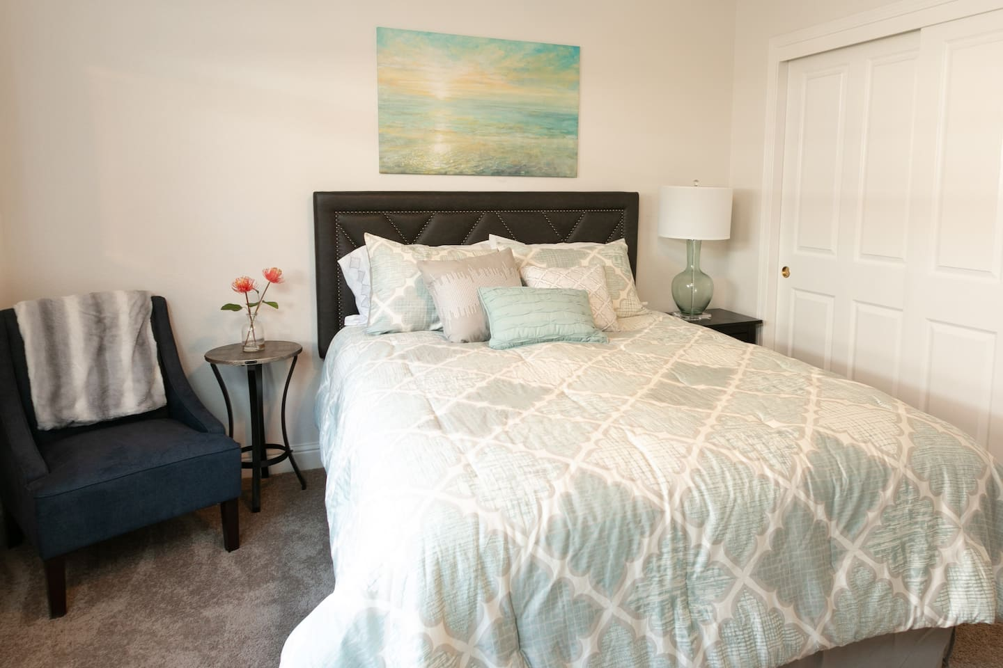 Main Guest Bedroom with Queen Size Bed