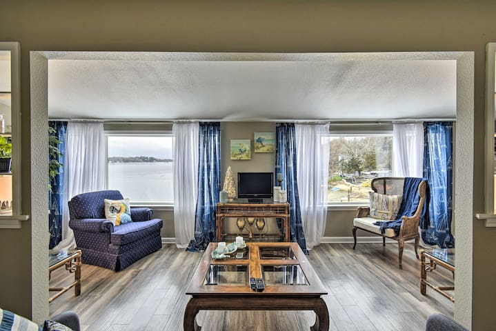 NEW! Modern Family Retreat on Kettle Moraine Lake!