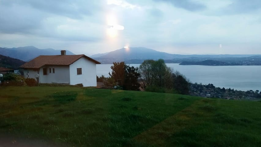 Lake Maggiore garden cottage with view.