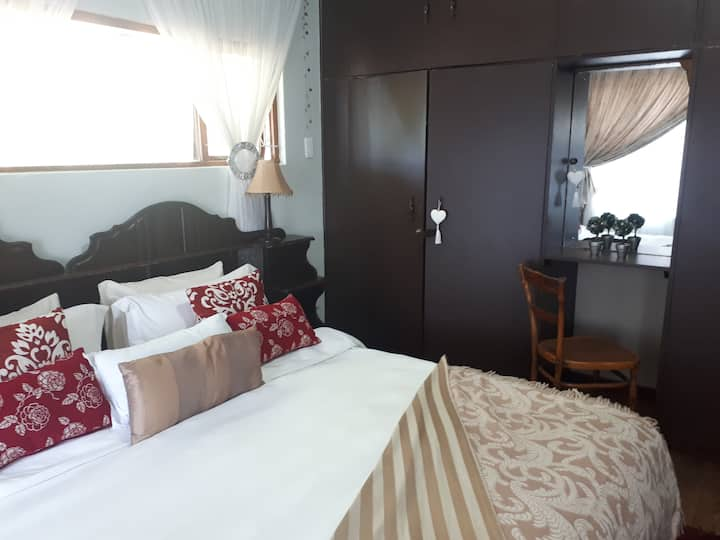Private Room, with ensuite, DoorstepLaze, KeiMouth