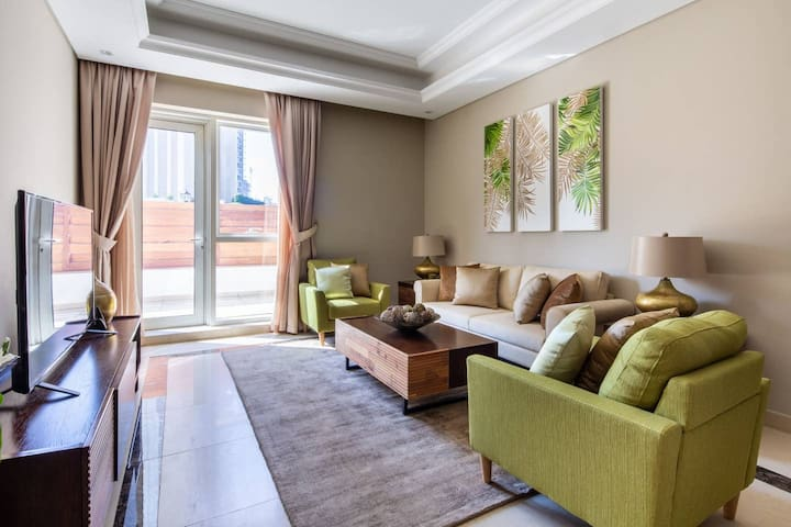 Calm Yet Exhilarating 3BR in Downtown Dubai - Sleeps 8!