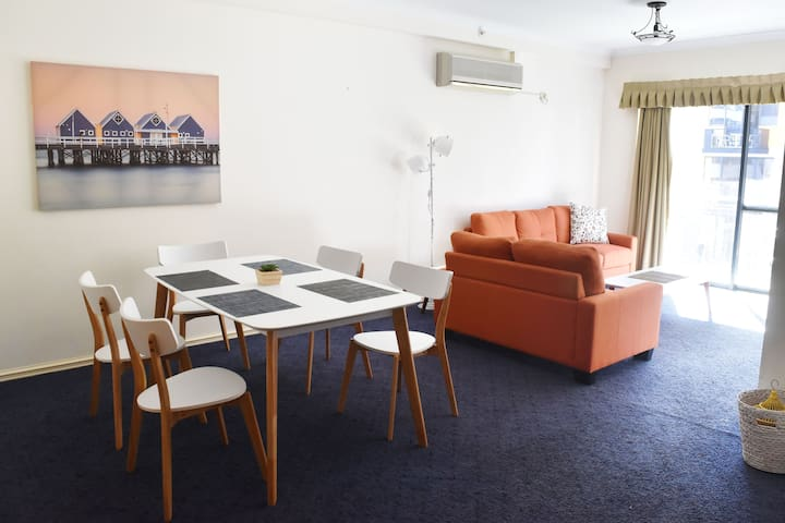 Cozy Homey 2 bedrooms free parking pool Tours
