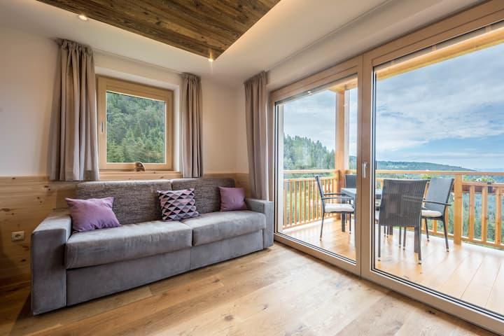 Ferienwohnung Lavendel mit Bergblick, WLAN, Garten & Sauna; Parkplätze vorhanden