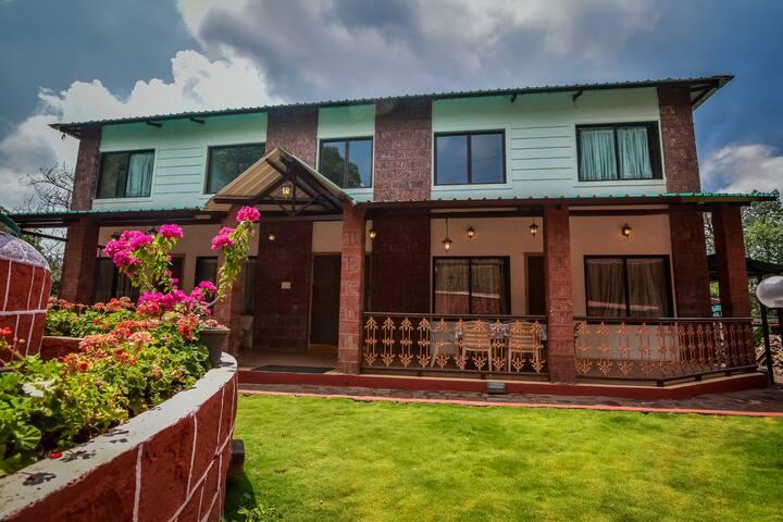 Red Stone 6 ROOM villa in central Mahabaleshwar