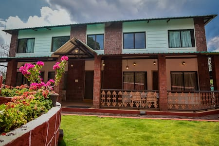 Red Stone 6 ROOM villa in central Mahabaleshwar