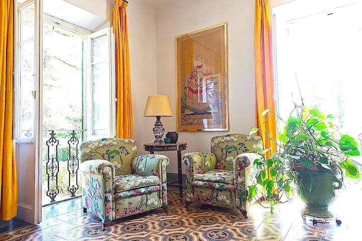 @  il Molinaccio Living room corner with garden view