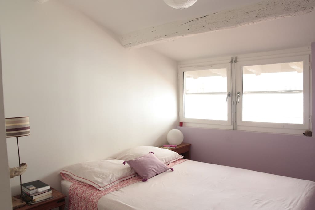 Chambre sous les toits salle de bain priv e flats for - Chambre sous les toits ...