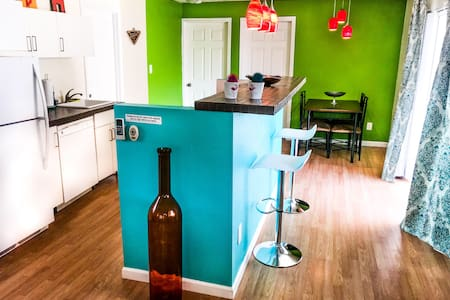 Spacious downtown apt, with bike rentals on site