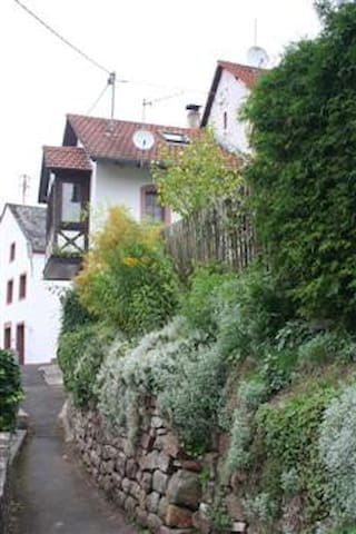 Romatisches Ferienhaus mit Garten in Vulkaan Eifel - Eisenschmitt - Casa