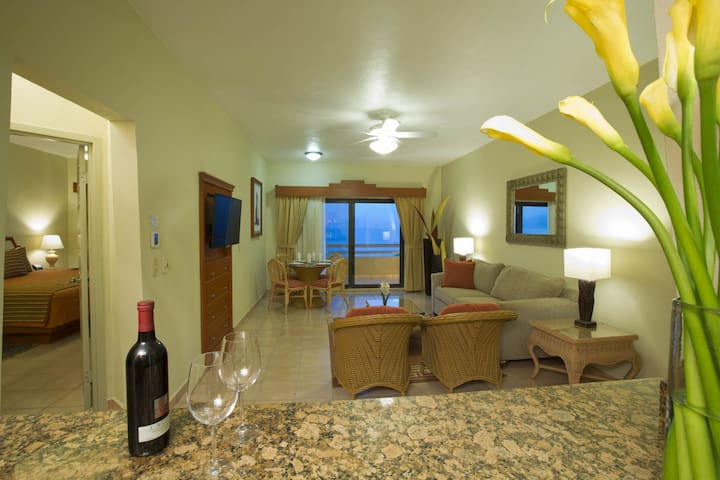 *NO GUEST SERVICE FEE* Paradise Village - One Bedroom Superior Suite - Garden View #17
