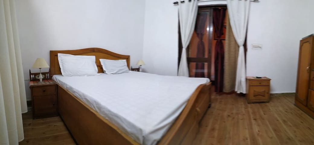 Independent Floor, 2 Bedroom, South Delhi