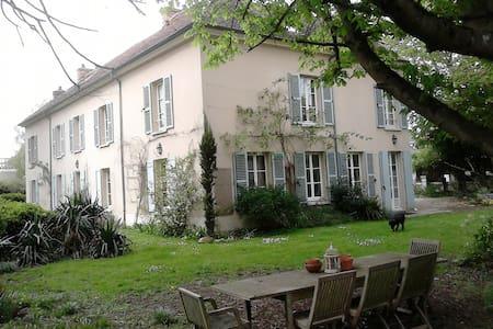 Chambre spacieuse à 30 mn de Paris - Les Alluets-le-Roi - Ház