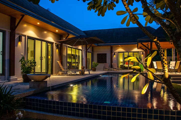 Boutique Villa Dinadi, Salt Pool, 3 bdrms, Naiharn - Rawai - Villa