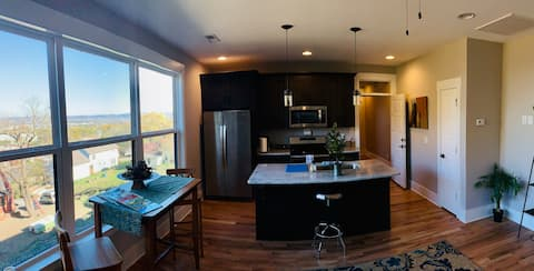 *CITY VIEW* 2 Bedroom 2 Bath and Private Entrance