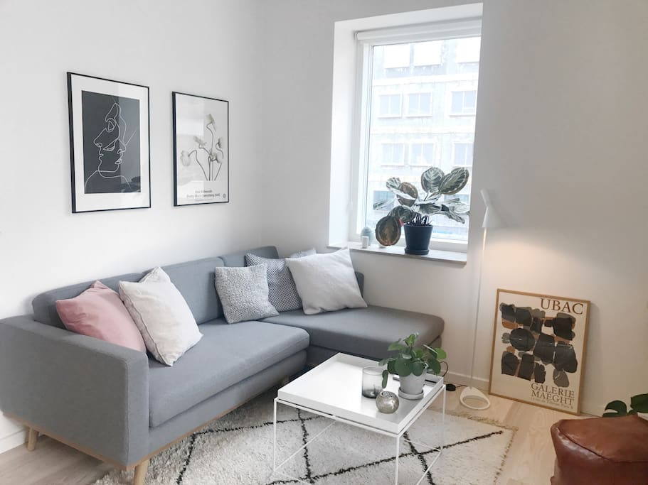 Cozy and chilled TV-spot, with smart-tv