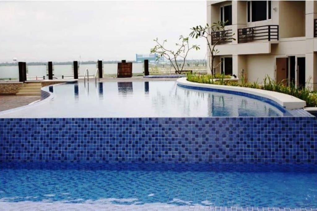 Solemare parksuites condo unit flats for rent in Private swimming pool near metro manila