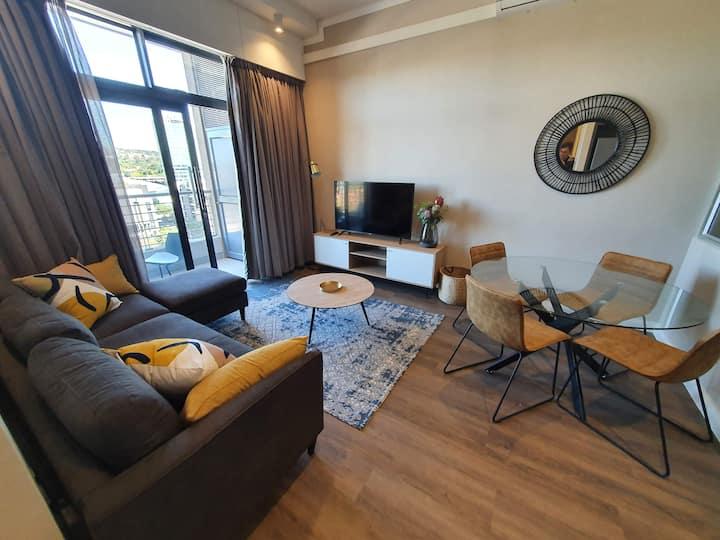 Luxury 1.5 Bedroom apartment in Menlyn Maine