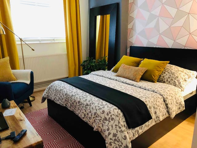 Double room, 10 min to Central London