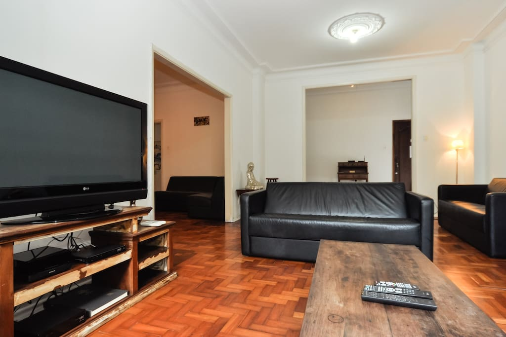 Large Living Room with a TV Plasma